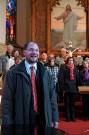 Pfr. Mariusz Bryl begrüßt die Zuhörer